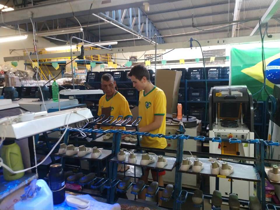 b591cac31b Indústria de Calçados Fuffy